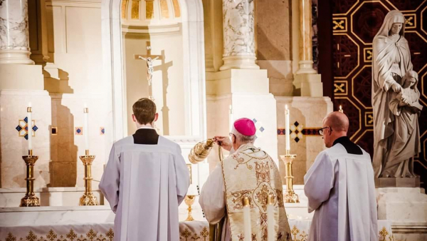Bishop Boyea offering TLM
